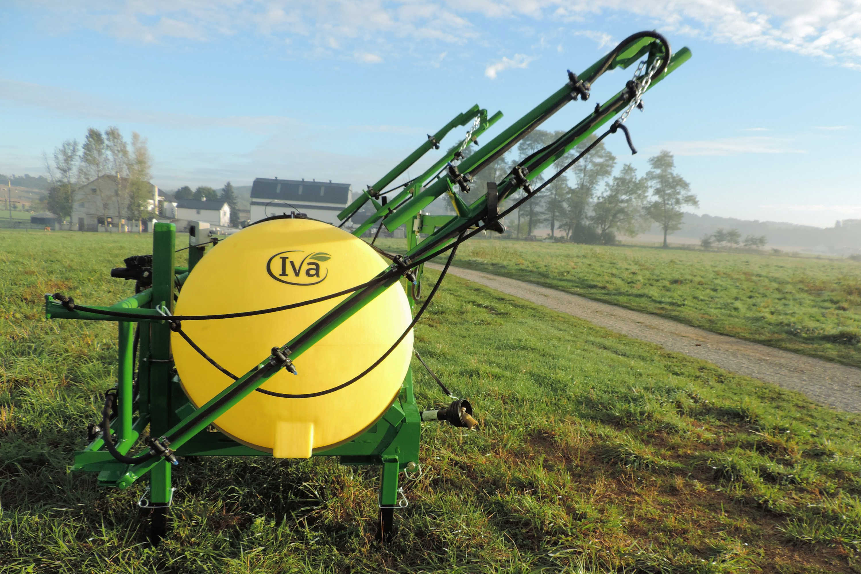 300 gallon 3-point Mounted Sprayer with 30' manual-fold booms