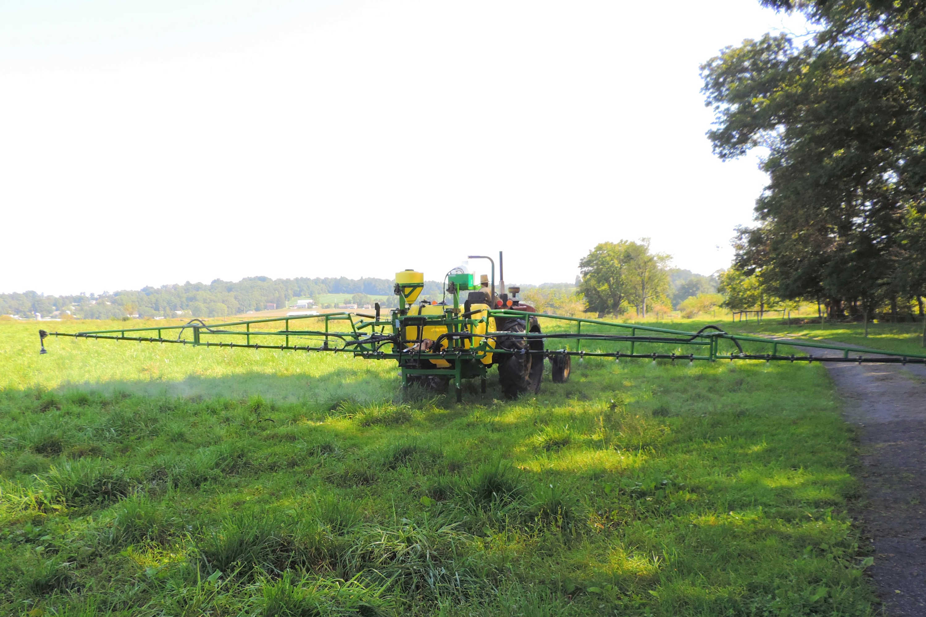 300 gallon 3-point Mounted Sprayer with 45' SpringRide booms