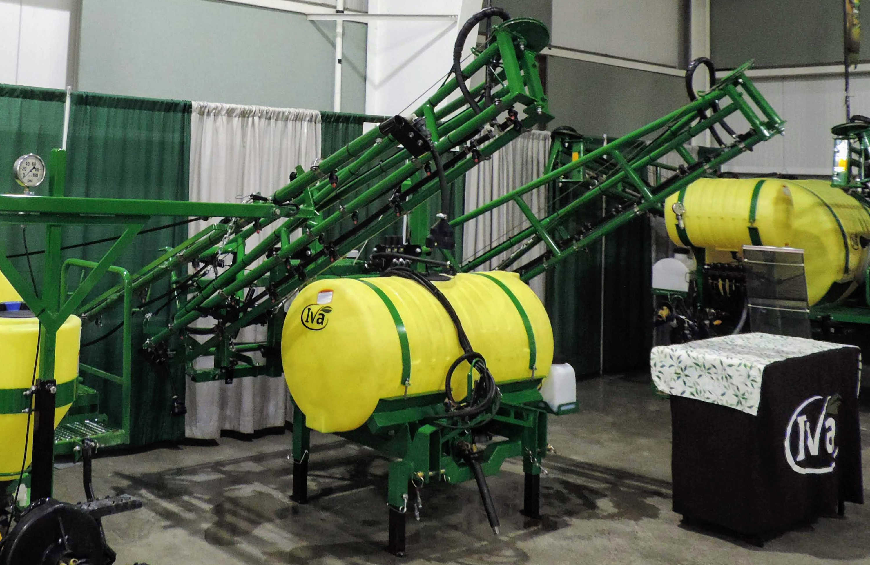 200 gallon 3-point Mounted Sprayer with 45' SpringRide booms