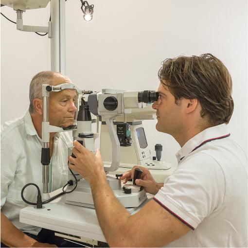 Untersuchung beim Augenarzt Dr. Friedel in Tulln