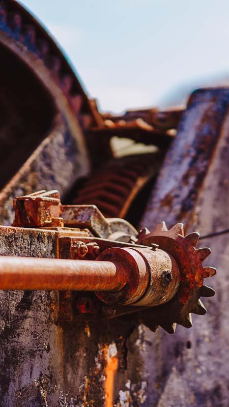 Gammel og rustet båtmotor
