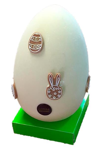 Huevo de pascua elaborado con chocolate de alta calidad Valrhona decorado con motivos de pascua