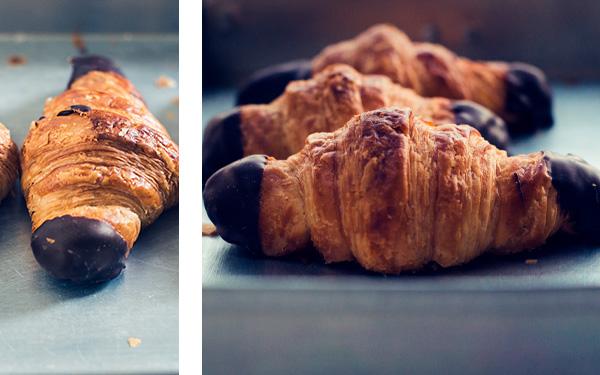 Croissant relleno de chocolate con las puntas bañadas.