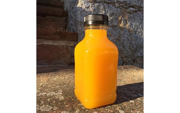 Vitamina C. Zumo de naranja natural, preparado justo antes de enviarlo. Envase de 250 ml. Precintado al cerrarlo.