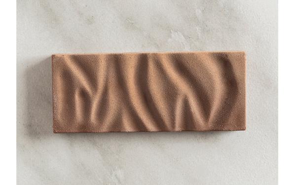 Chocolate con leche Jívara 40% de Valrhona y frambuesas. Barra grande.