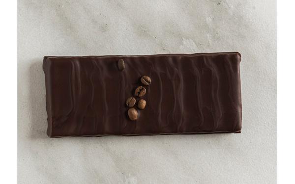 Trufado de chocolate negro Guanaja 70% de Valrhona con café.