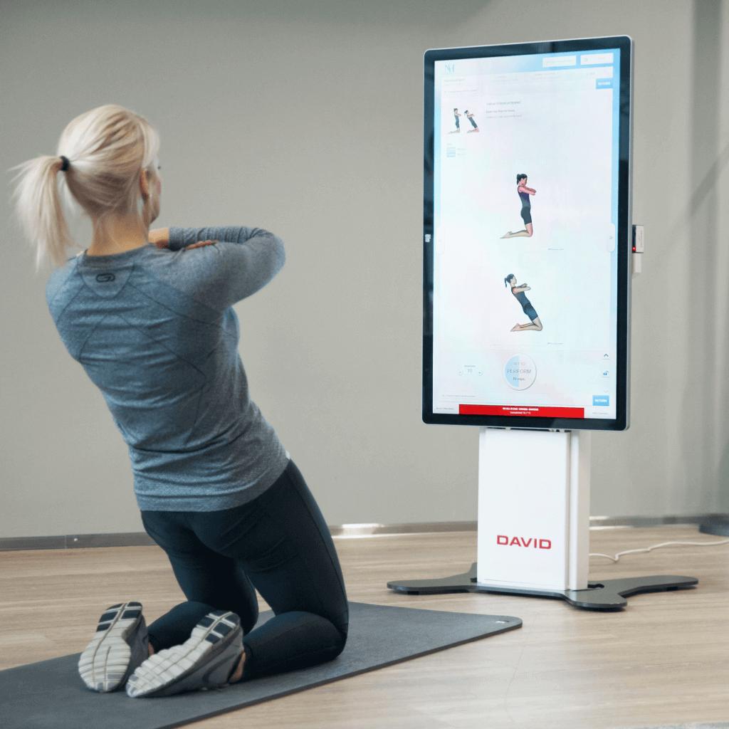 Žena koja vježba koristeći DAVID metodu