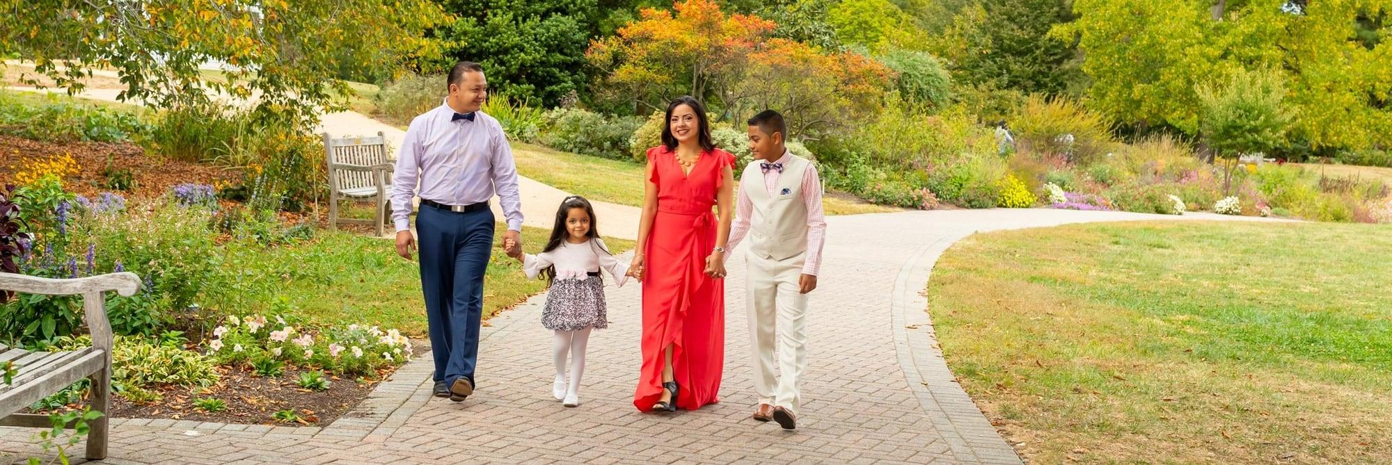 Lifestyle photography - family photography at the Green Spring Gardens, Alexandria VA