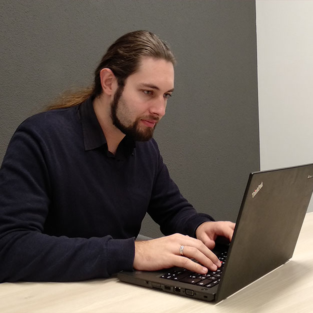 Zoli Andrássy is working on his laptop