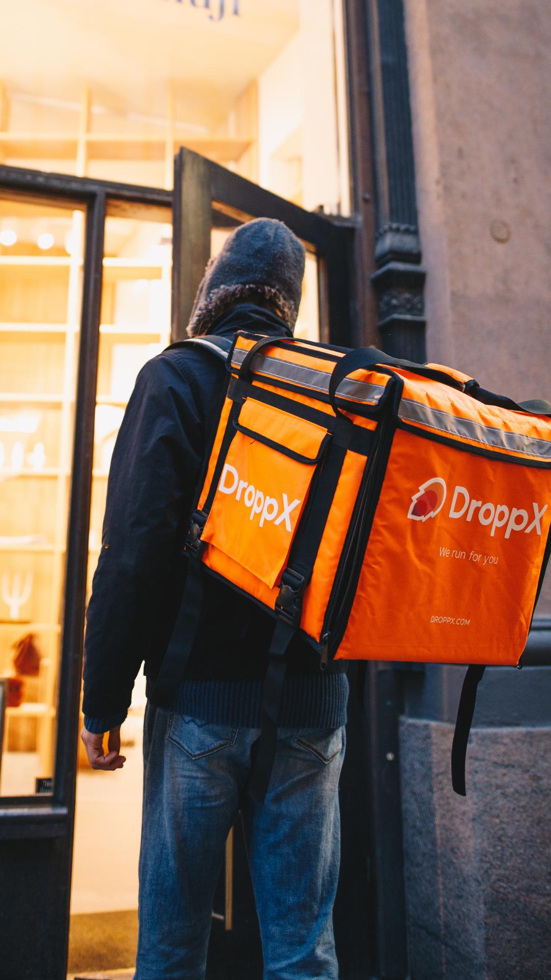 Dropper entering store