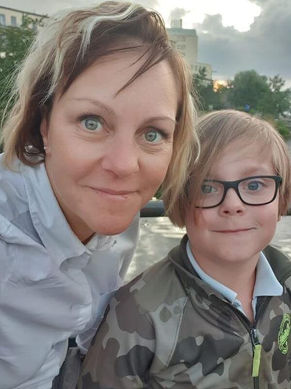 Gustav med sin mamma