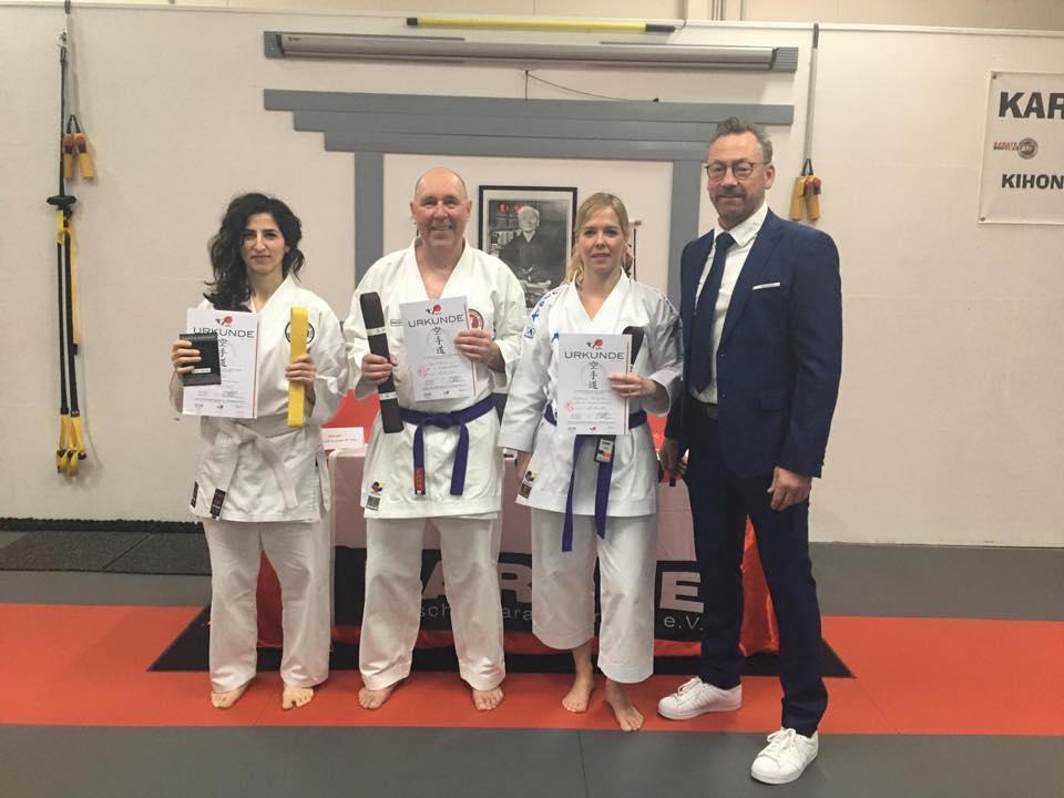 Gruppenfoto einer Kyu Verleihung