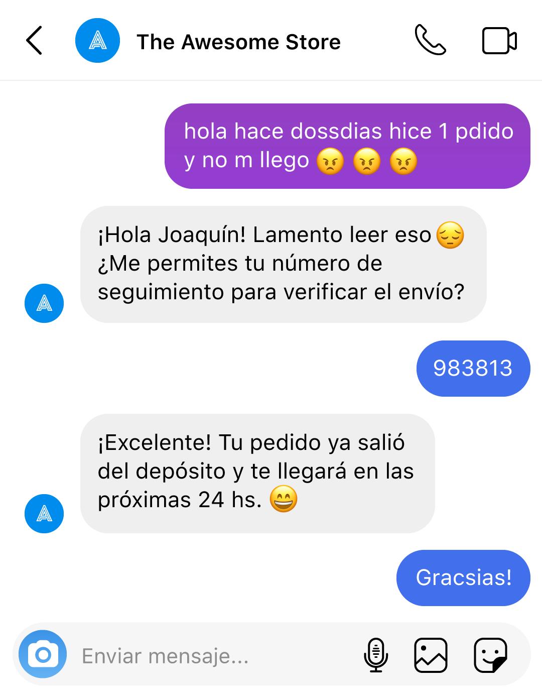 El usuario hace una consulta con errores gramaticales y el bot le ofrece una respuesta natural