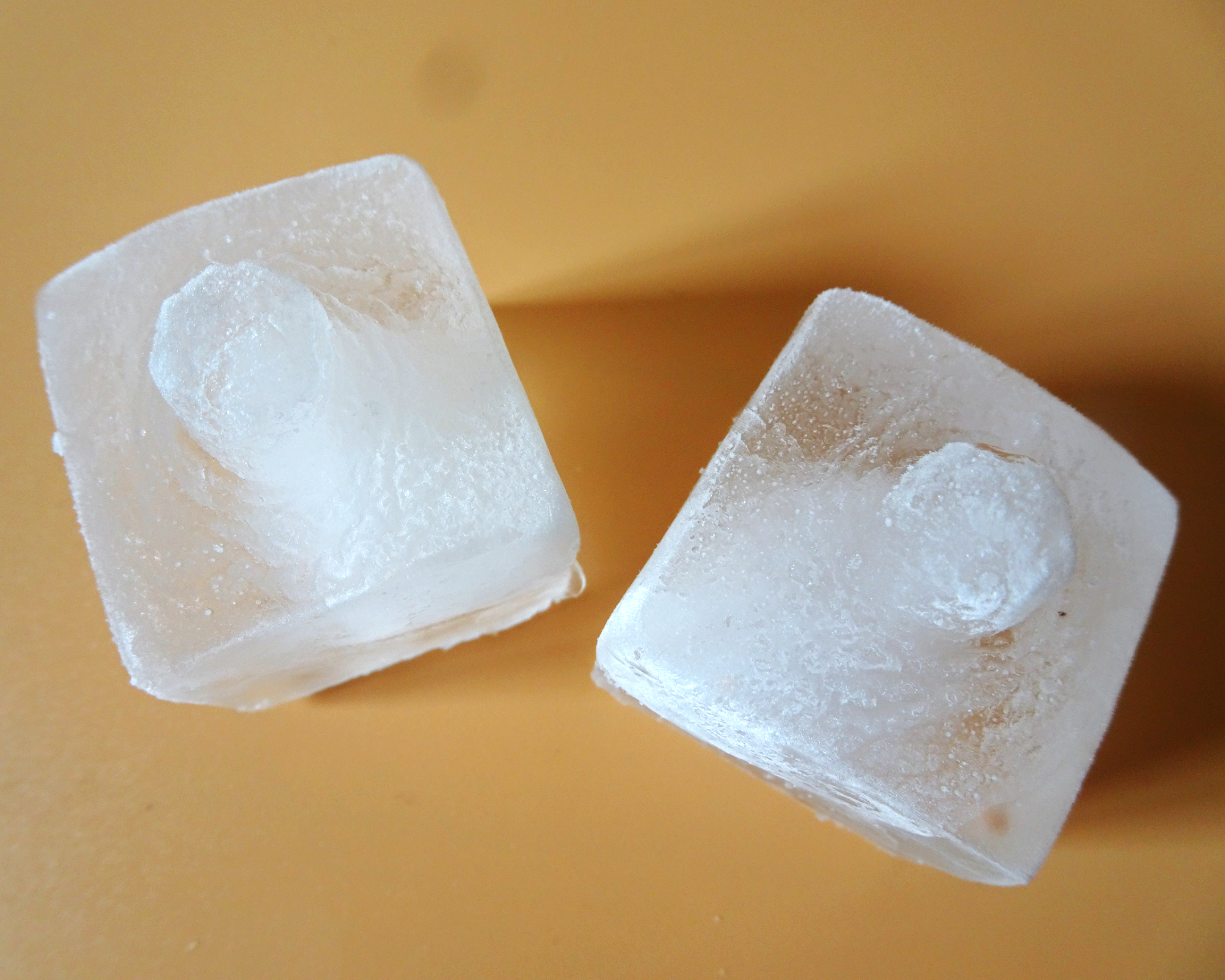Ice cubes with nippels and boob details