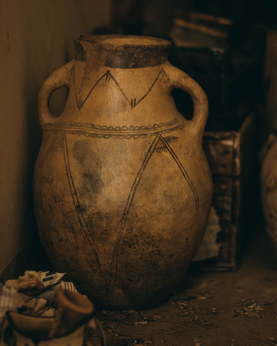 A big Moroccan jar from the Rif region used to store water or olive oil.