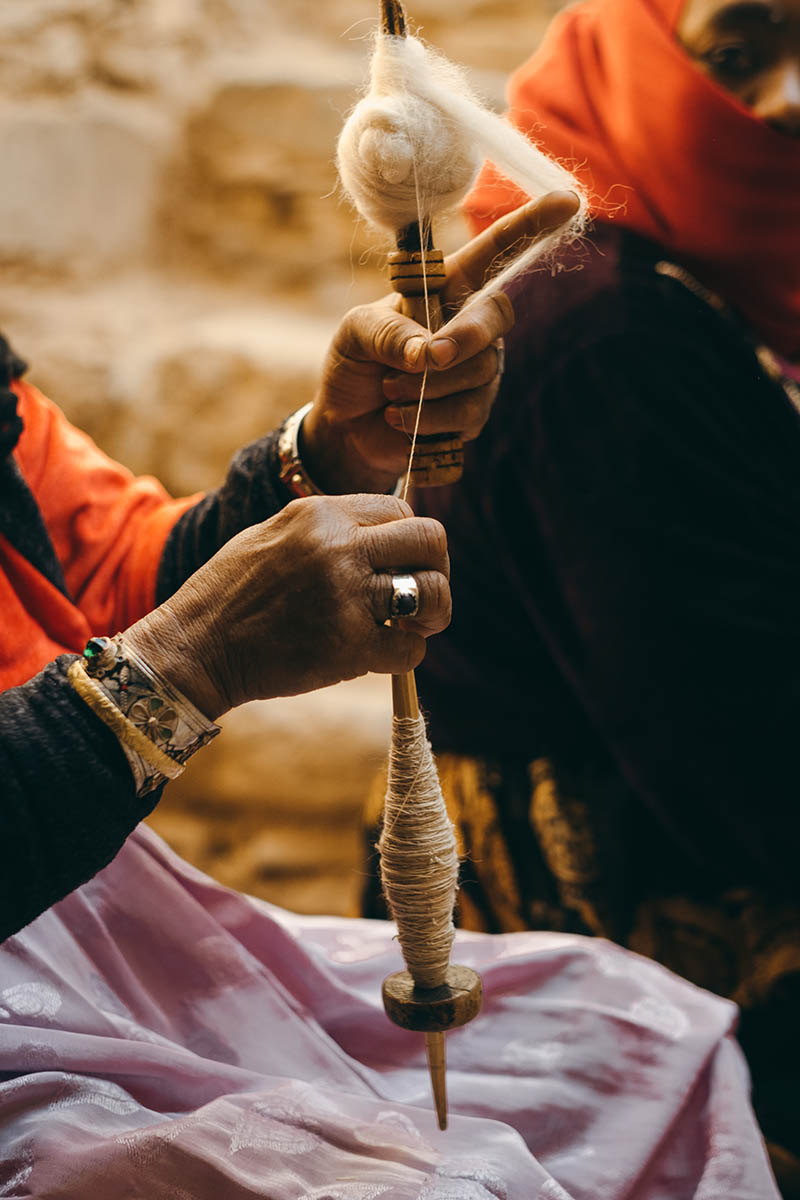 A woman weaver from the Anti Atlas spins the wool by hand.