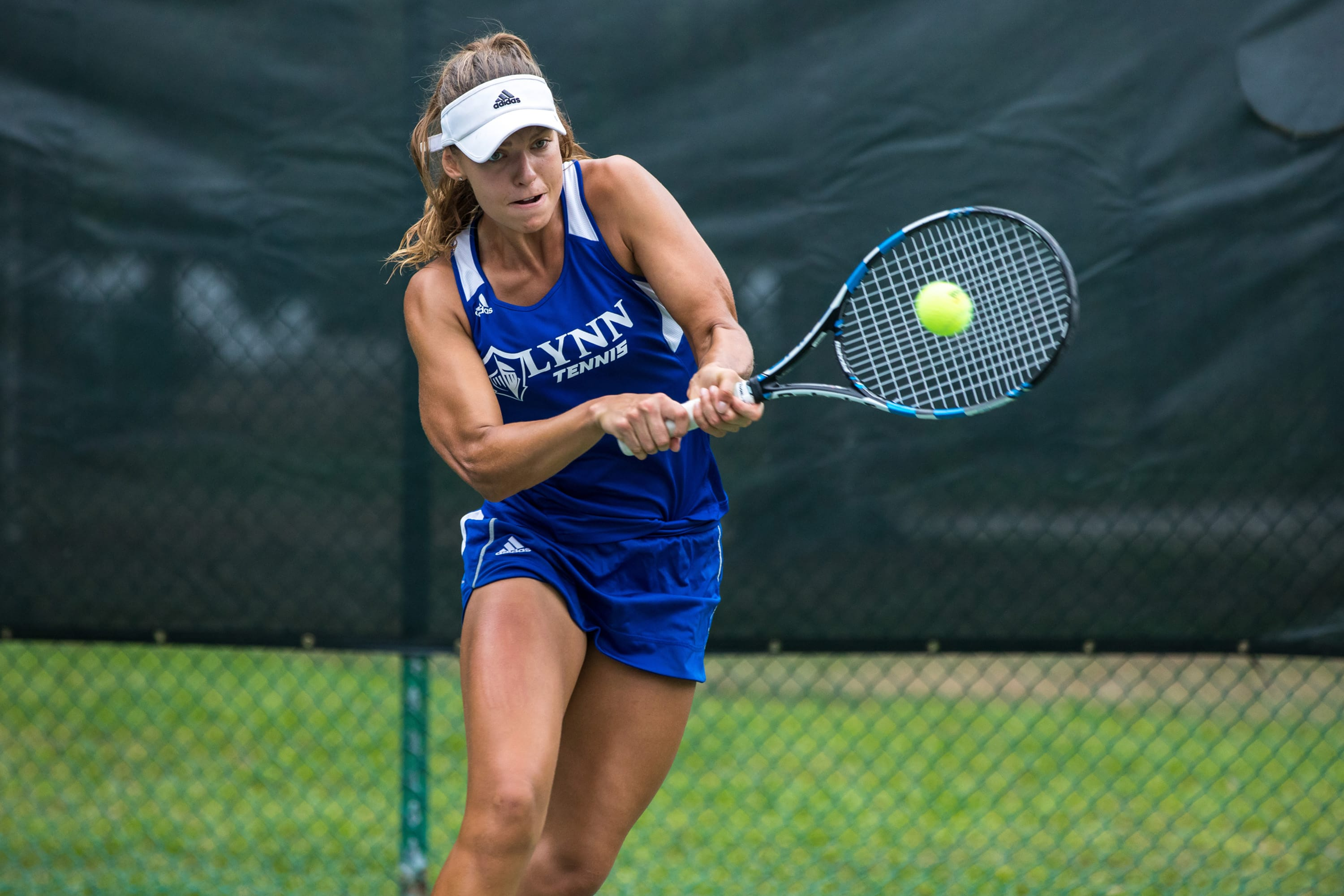 Female tennis player in a US university champion challenge