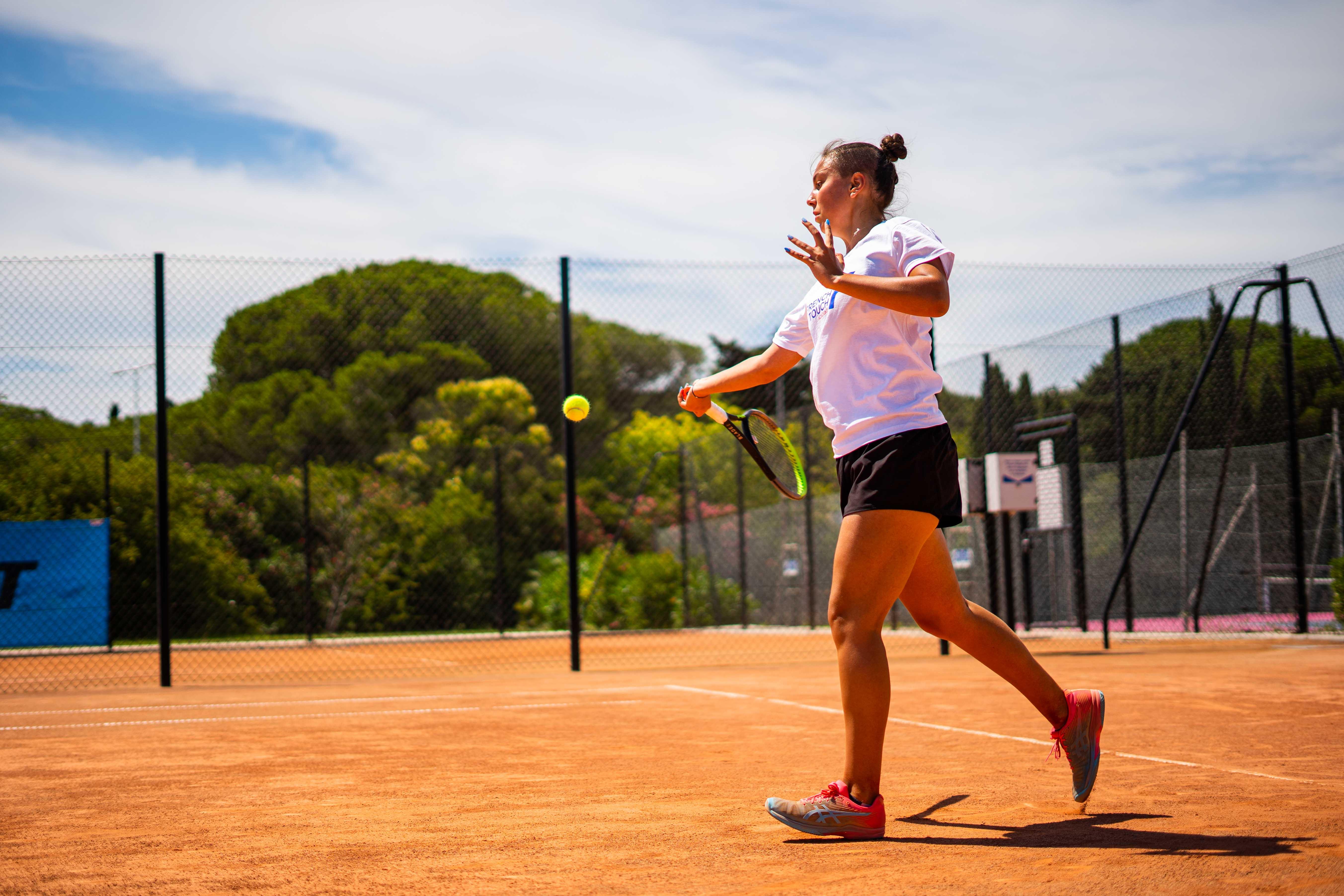 Joueuse de tennis professionnelle au Centre International de Tennis du Cap d'Agde