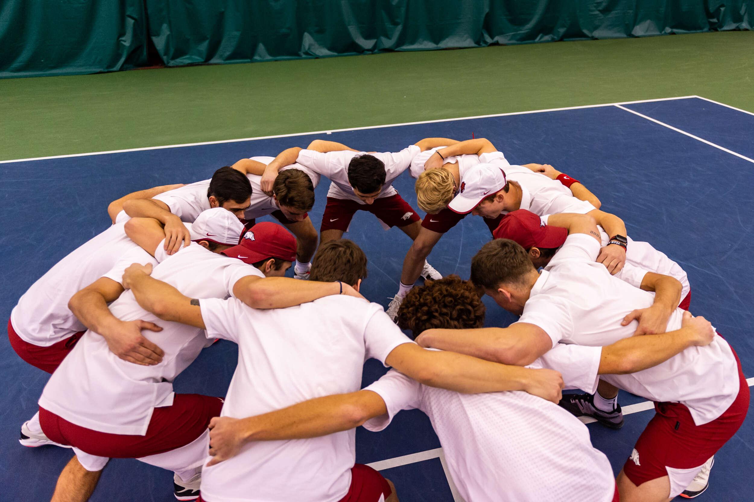 Equipe de joueurs de tennis en championnat universitaire