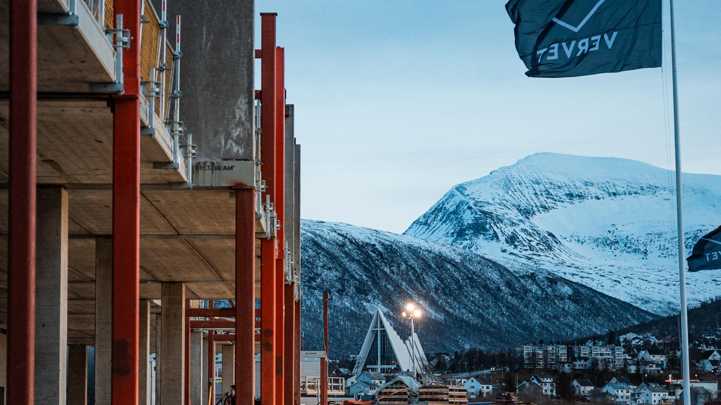Tromsøbrua, Ishavskatedralen og Vervet bydel i forgrunnen