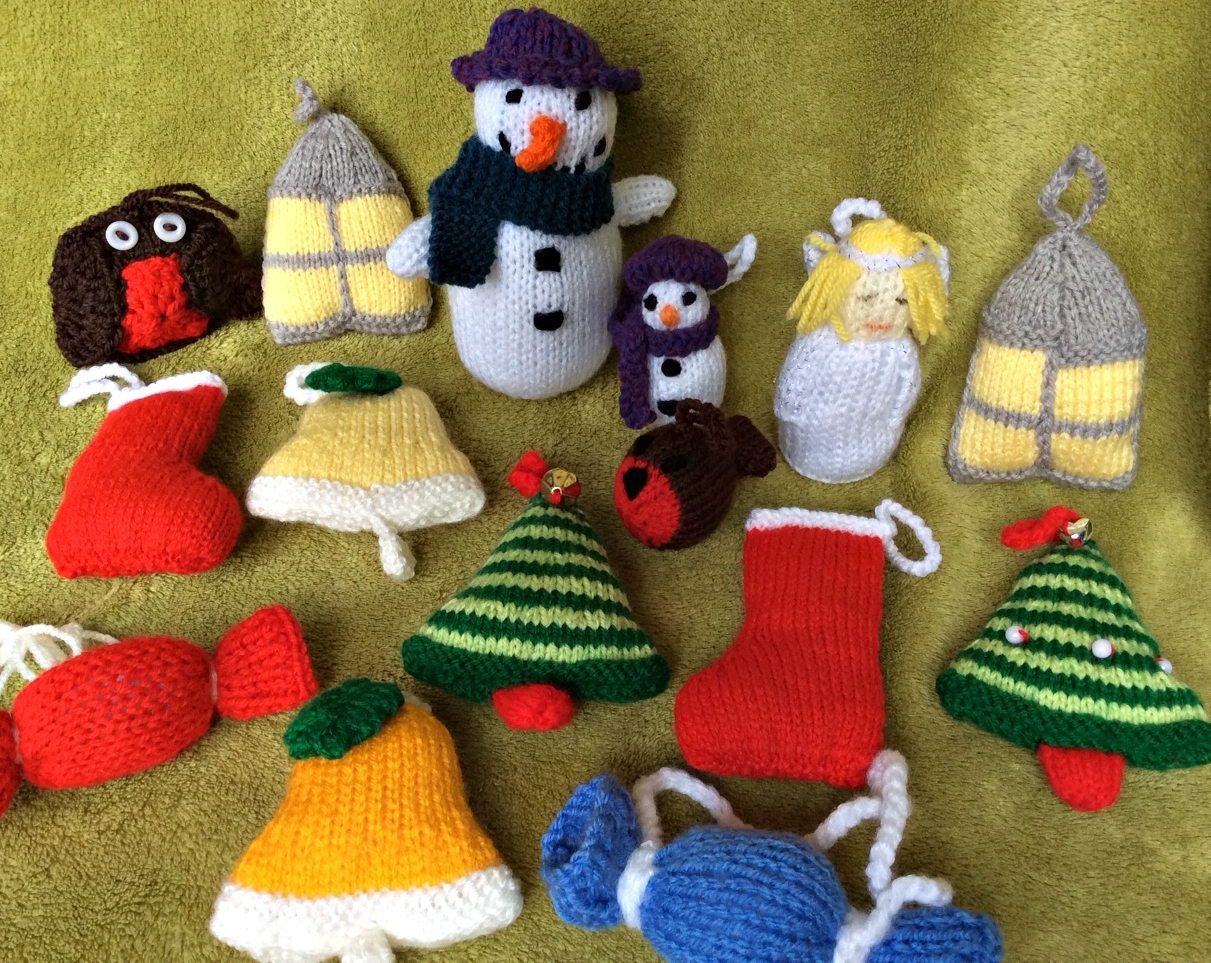 Knitted Christmas decorations -  you can have the nattiest eco-tree in town!