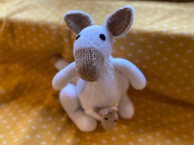 Mummy kangaroo and baby Joey finger puppet