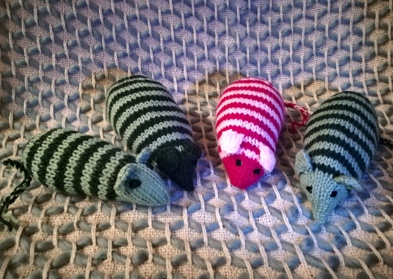 Knitted mice - perfect puss present this Christmas!