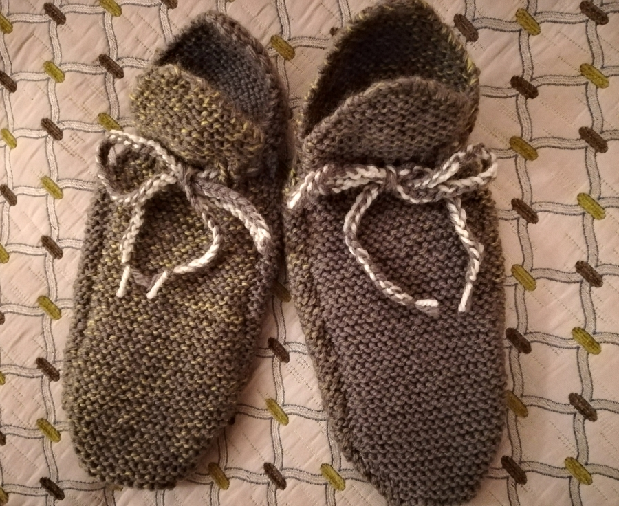 'Eskimo-style' slipper socks - size 4/5