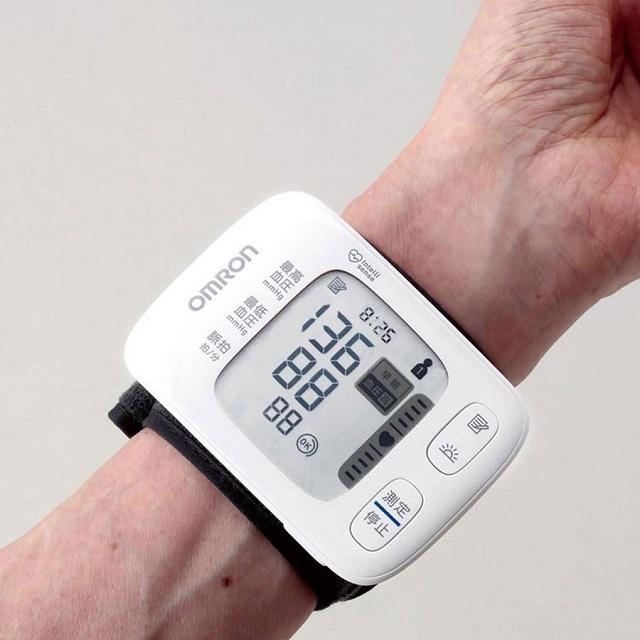 Máy đo huyết áp cổ tay Omron HEM-6230