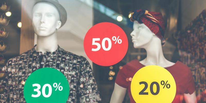 Vitrine affichant des promotions de 20% à 50%