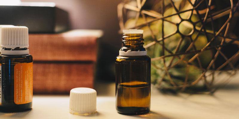 Petit flacon d'huile essentielle