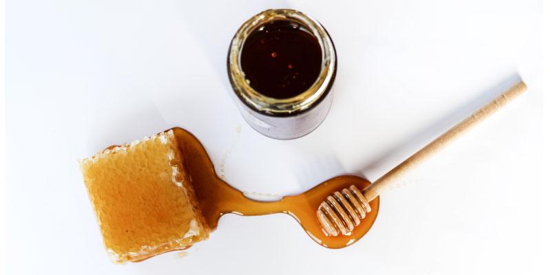 Pot de miel et cire d'abeille