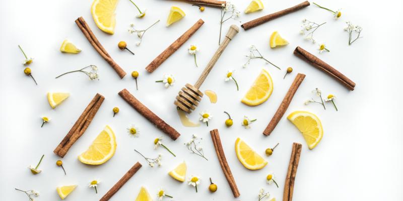 Du miel avec des épices et du citron