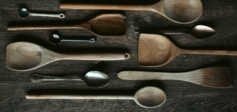 Ustensiles de cuisine en bois et en inox