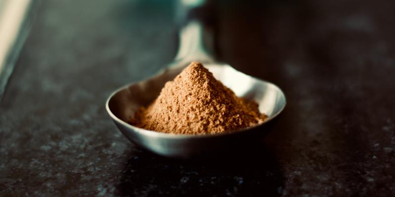 Cuillère contenant de la poudre