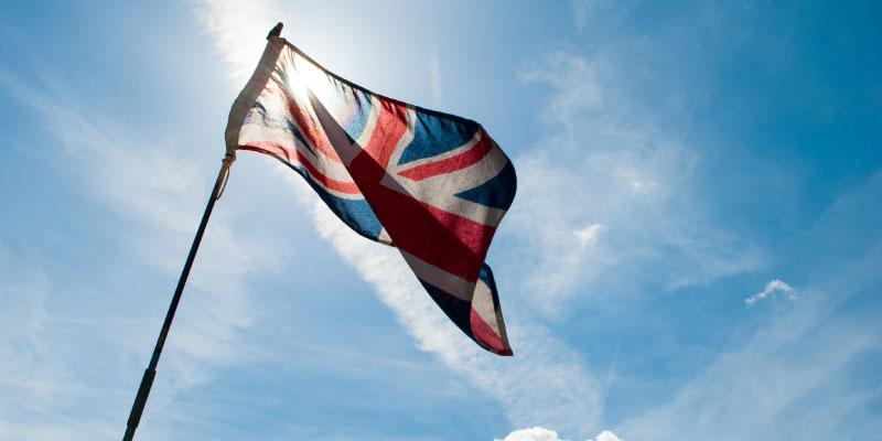 Drapeau du Royaume-Unis flottant au vent
