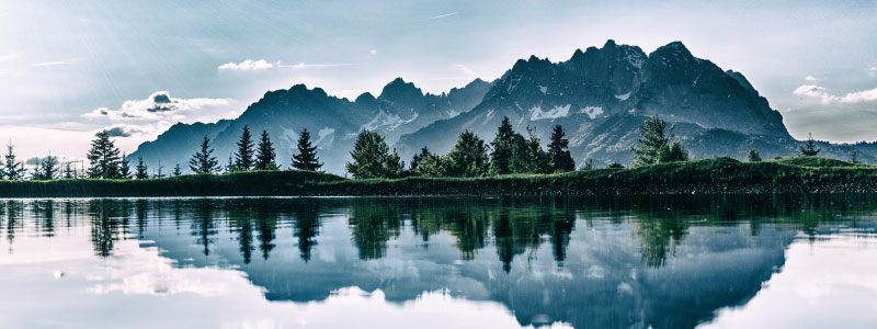 Paysage de montage et lac calme