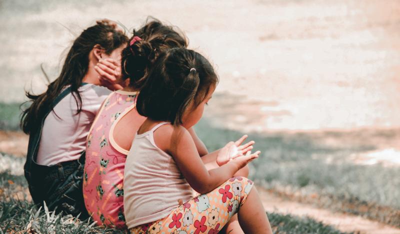 Amitiés d'enfance et plaisir simples