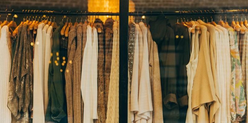 Vitrine de boutique de vêtements