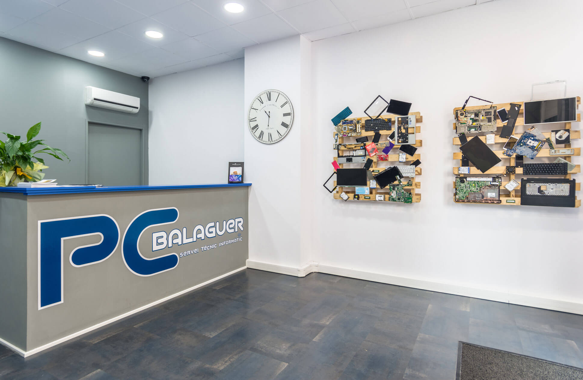interior de la tienda PC Balaguer