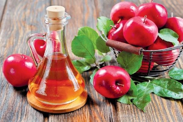 giấm táo trị nổi mụn nước