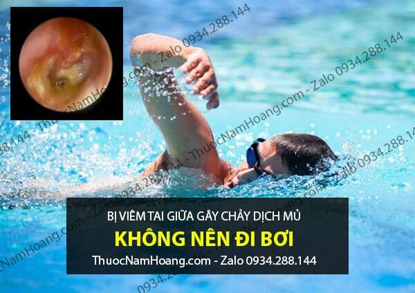 không nên đi bơi khi bị viêm tai giữa