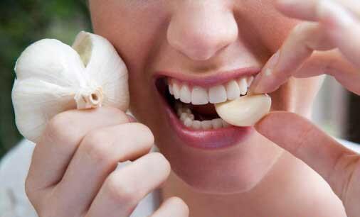 chữa sâu răng cho bà bầu bằng tỏi