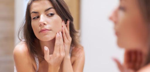 cách trị Da mặt bị ngứa và nổi mụn