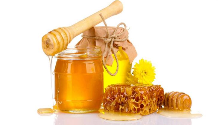 sử dụng mặt nạ mật ong điều trị chàm da mặt:
