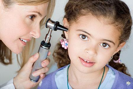 tại sao trẻ bị viêm tai giữa
