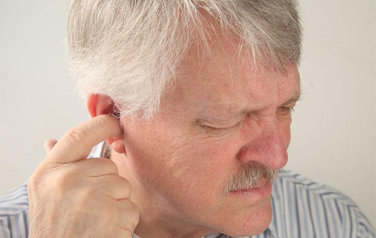 Đau nhức bên trong lỗ tai trái phải viêm tai ngoài