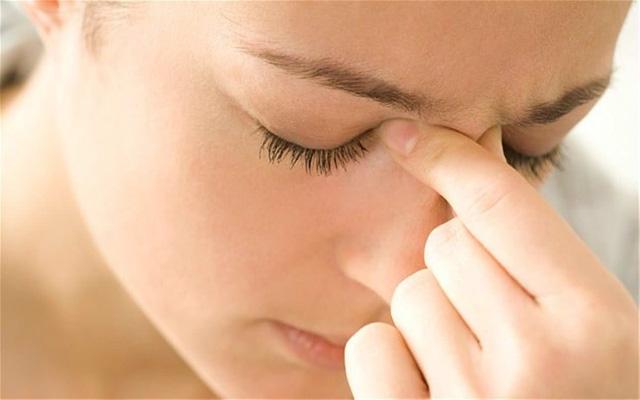 Phân biệt đau nửa đầu với nhức đầu do viêm xoang