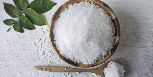 Tác dụng của muối trong trị bệnh viêm nang lông