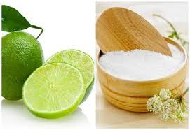 Công thức muối và chanh tươi giúp trị viêm nang lông